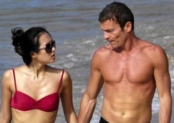 zhang_ziyi_and_fiance_spotted_on_a_beach-20090106111419