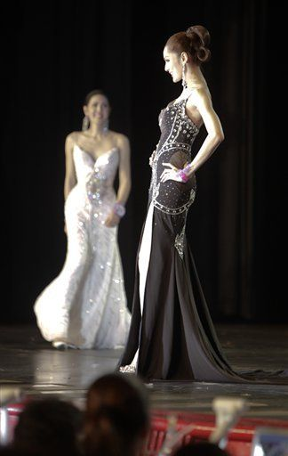 miss-tiffanys-universe-transvestite-beauty-pageant_17854