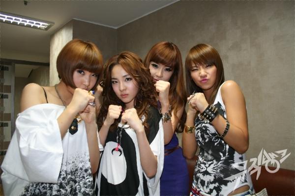 2NE1 fight!